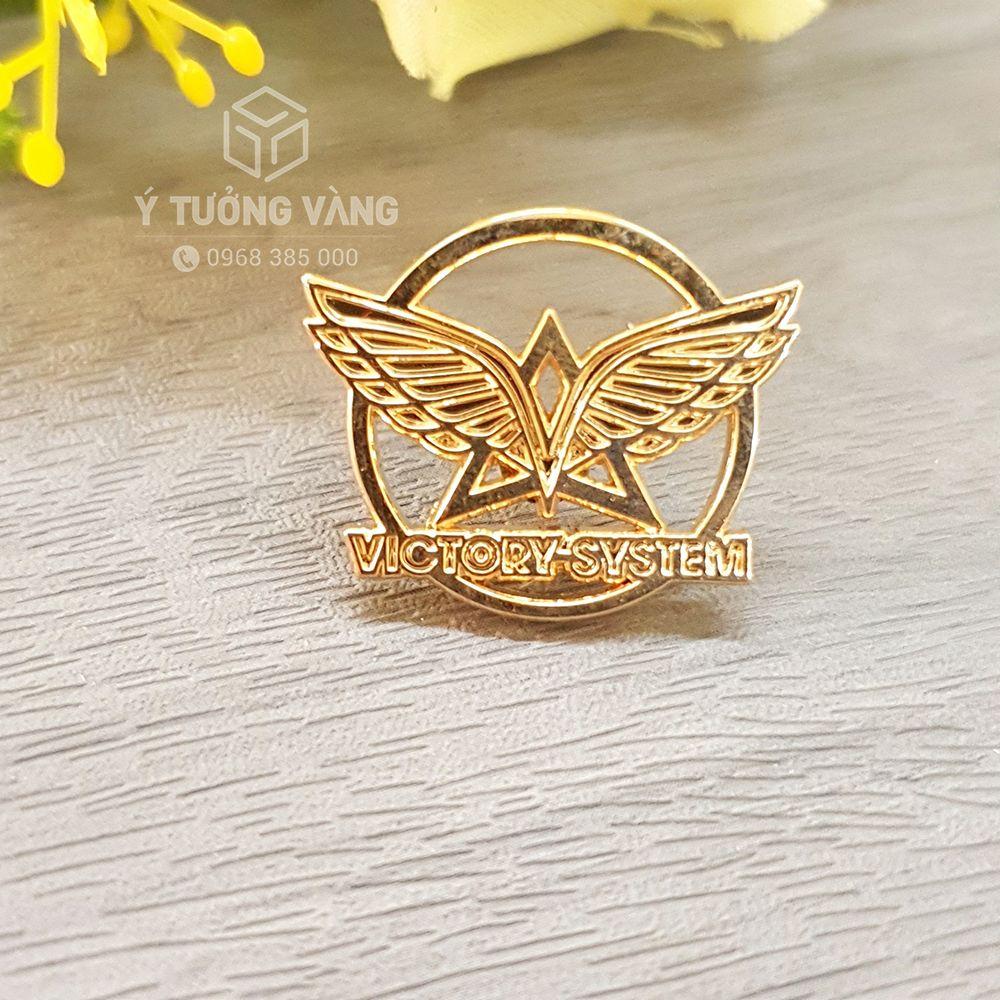 Mẫu huy hiệu cài áo chất liệu đồng mạ vàng