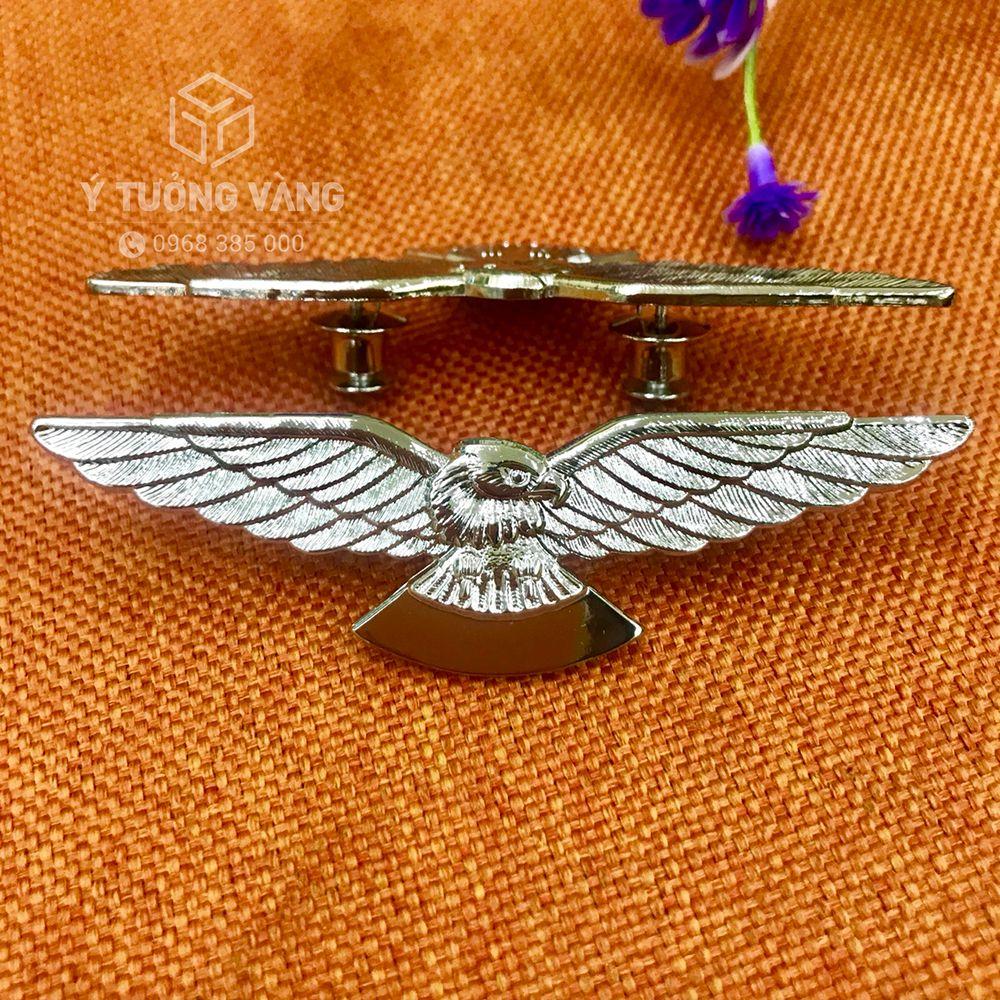 Mẫu huy hiệu cài áo hình đại bàng chất liệu hợp kim mạ bạc